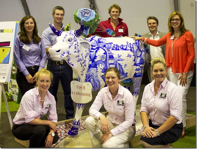 Lynne Strong with Young Farming Champions and Winner of 2014 Archibull Prize